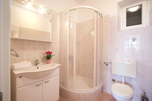 A bathroom at Guest house Burin