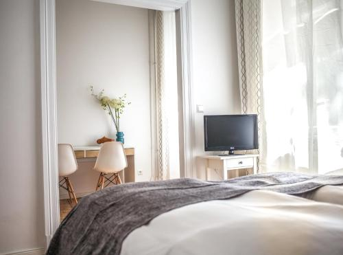 A television and/or entertainment center at Pension Absolut Berlin