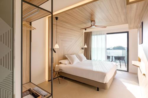 Een bed of bedden in een kamer bij Caprice Alcudia Port