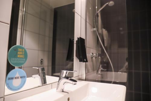 Salle de bains dans l'établissement Comfort Hotel Xpress Central Station