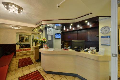 The lobby or reception area at Bellevue Hotel