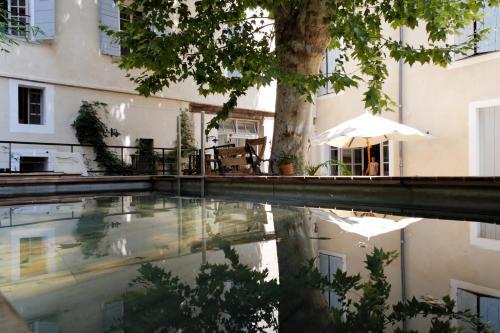 The swimming pool at or near La Maison Sur La Sorgue - Esprit de France