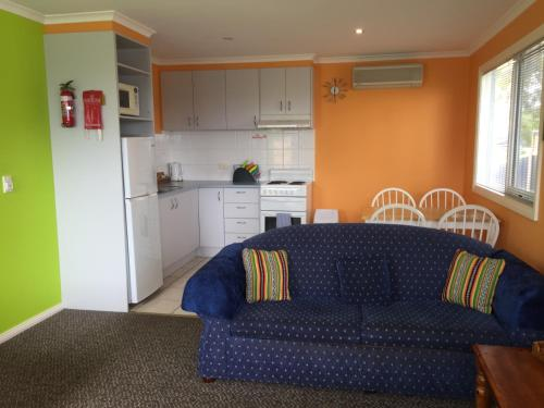 A kitchen or kitchenette at Lakeside At mallacoota