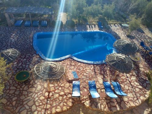 Het zwembad bij of vlak bij Dar Mouna La Source