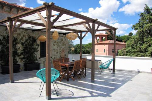 The swimming pool at or near Casa con vista spettacolare su Assisi