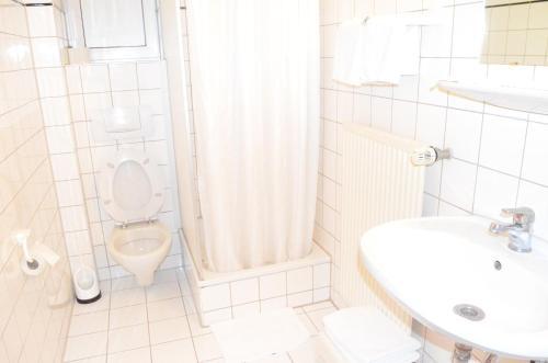 A bathroom at Hotel Stern