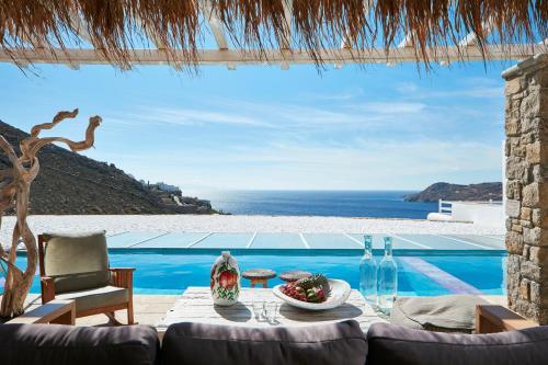 Der Swimmingpool an oder in der Nähe von Myconian Villa Collection - Preferred Hotels & Resorts