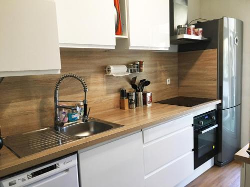 A kitchen or kitchenette at Mélanie Marseille
