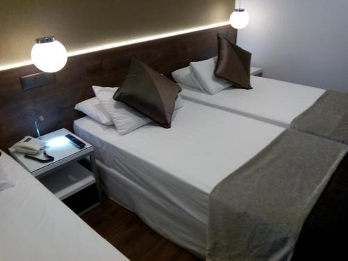 A bed or beds in a room at Moderno
