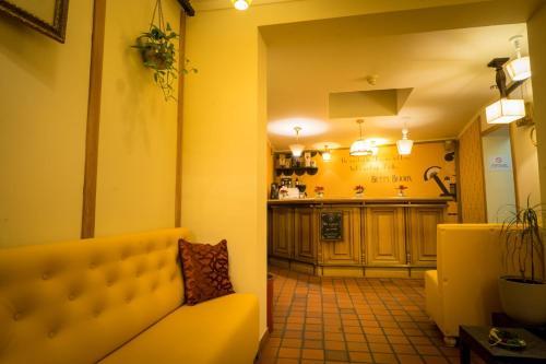 Een keuken of kitchenette bij Flandria Hotel