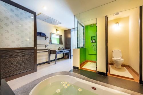 A bathroom at Lanta Cha-da Resort - SHA Plus
