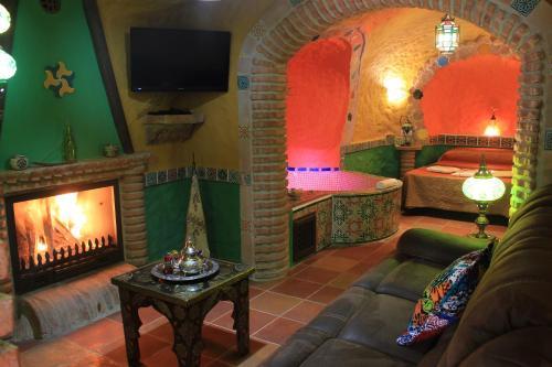 Una televisión o centro de entretenimiento en Casas Cueva Cazorla