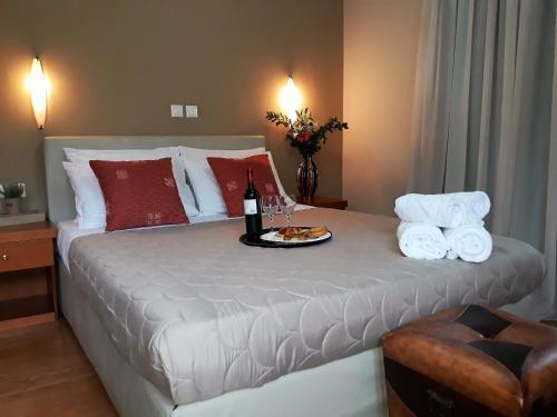Ένα ή περισσότερα κρεβάτια σε δωμάτιο στο Grand Olympic Hotel Loutraki