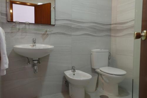 A bathroom at Hotel Valencia