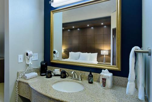 A bathroom at Oxford Suites Spokane Downtown