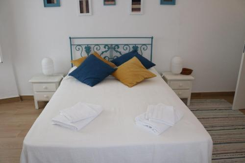 A bed or beds in a room at Casa Centro Histórico Beja - Castelo