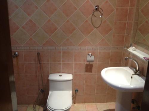 Um banheiro em Zahrt Nadeen