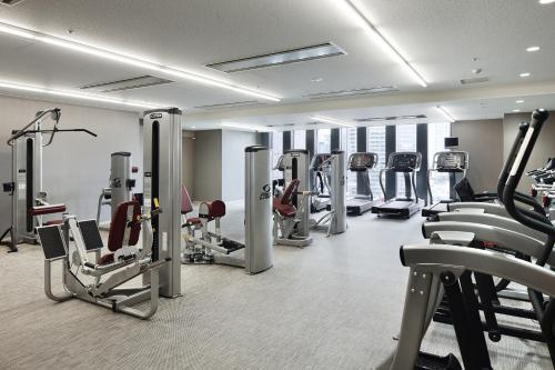 The fitness center and/or fitness facilities at The Capitol Hotel Tokyu