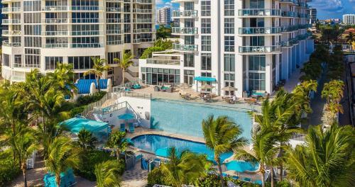 Uitzicht op het zwembad bij Marenas Beach Resort of in de buurt