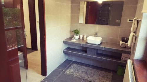 A bathroom at Villa Ruhige Lage