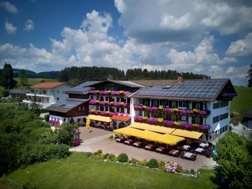 Blick auf Landhotel Schwarzenbach - Wellness & Spa aus der Vogelperspektive