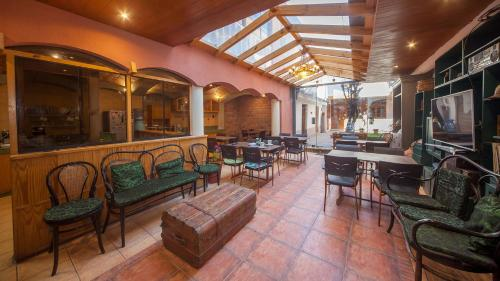 A restaurant or other place to eat at MOAF Cusco Boutique Hotel