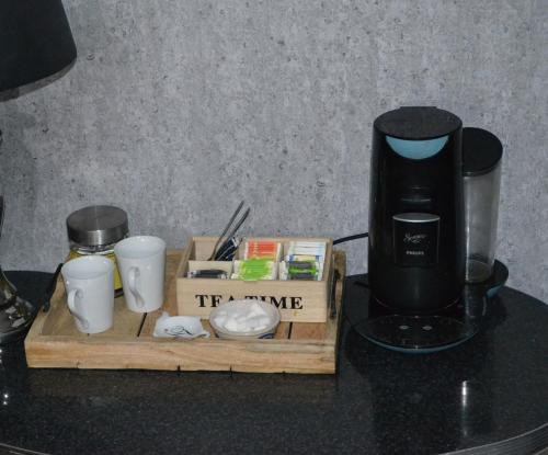 Coffee and tea making facilities at Bed & Breakfast 't Westergouwertje