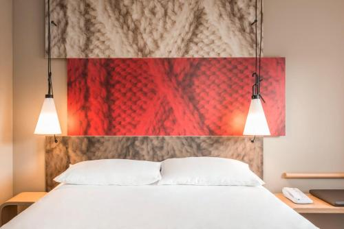 A bed or beds in a room at ibis Leuven Centrum