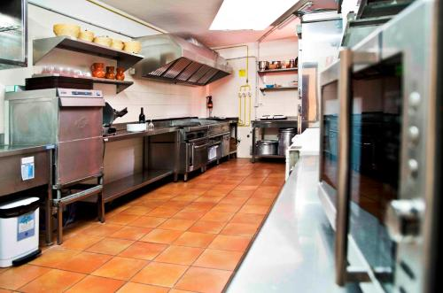 A kitchen or kitchenette at Albergue de Bolico