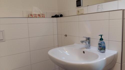 A bathroom at Pension Redefin
