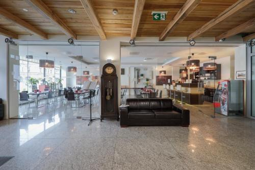 The lobby or reception area at Kamienica Pod Aniołami