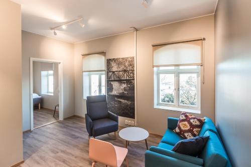 A seating area at Maya Apartments - Kasjotten