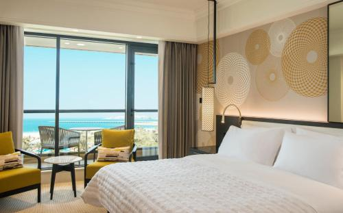 A bed or beds in a room at Le Royal Meridien Beach Resort & Spa Dubai