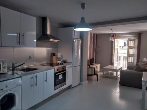 Una cocina o zona de cocina en Apartamentos Columela