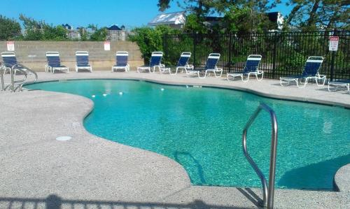 The swimming pool at or close to Surf & Sand Beach Motel