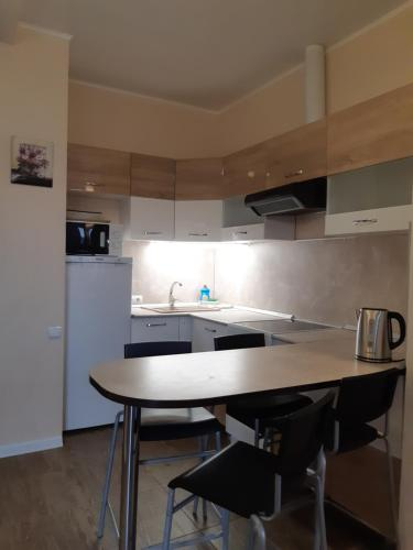 Кухня или мини-кухня в Апартаменты App Star