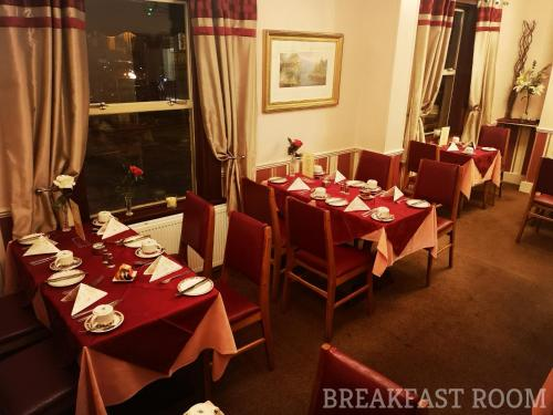 A restaurant or other place to eat at Westgate Hotel
