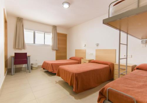 Cama o camas de una habitación en Albergue Inturjoven Sevilla