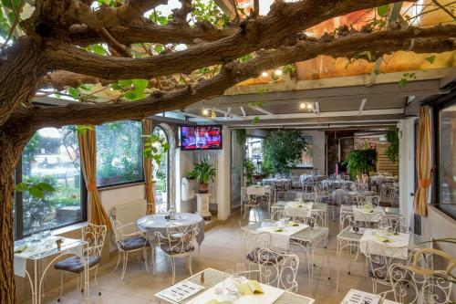 A restaurant or other place to eat at Orto Di Roma