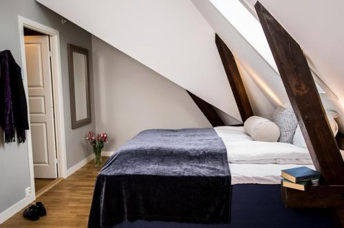 A bed or beds in a room at Frogner House Apartments - Oscars gate 86