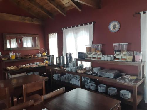 A restaurant or other place to eat at Cerro de la Cruz