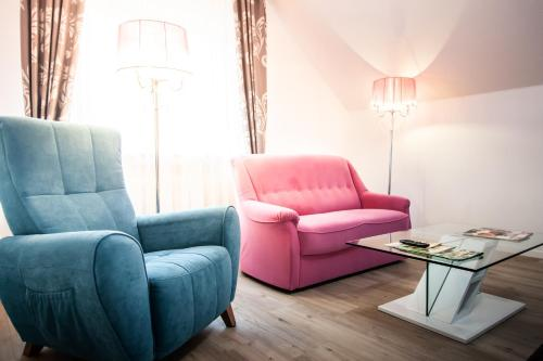 A seating area at Hotel Wulff