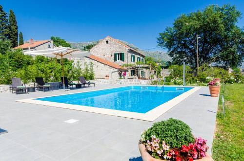 The swimming pool at or close to Villa Green Paradise