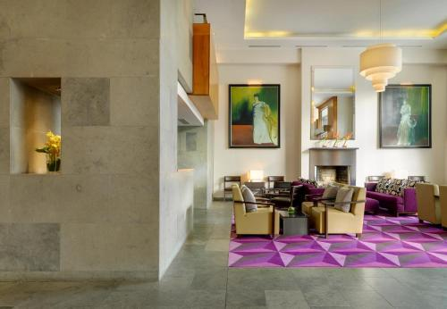 A restaurant or other place to eat at The Fitzwilliam Hotel