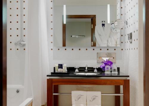 A bathroom at The Fitzwilliam Hotel