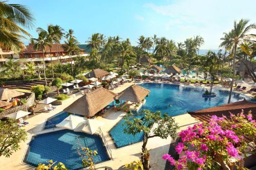Ein Blick auf den Pool von der Unterkunft Nusa Dua Beach Hotel & Spa, Bali oder aus der Nähe