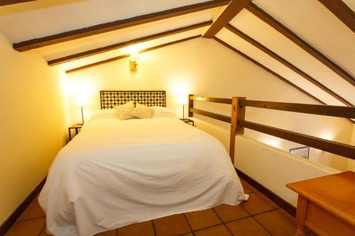 Cama ou camas em um quarto em El Bulin de Robregordo