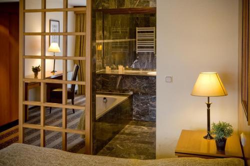 A kitchen or kitchenette at Hotel Gladbeck van der Valk