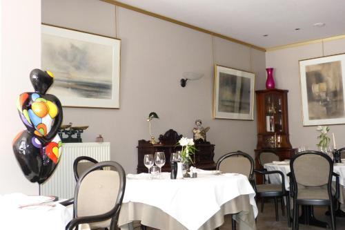 Restaurant ou autre lieu de restauration dans l'établissement Hotel Des Zouaves