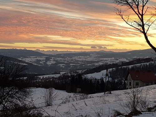 Bacówka na Zadzielu during the winter